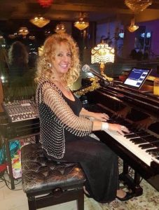 Janet Hogarth Plays at LaLaland Piano Bar @ La La Land Piano Bar | Dénia | Comunidad Valenciana | Spain