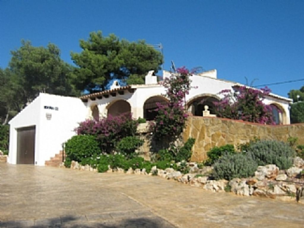 3 bed 2 bath private villa with pool in Javea